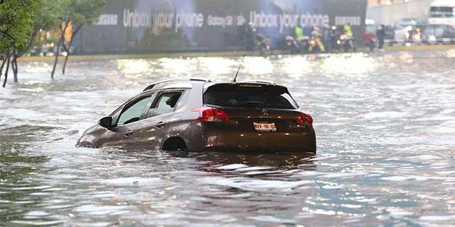 Coche en una inundación